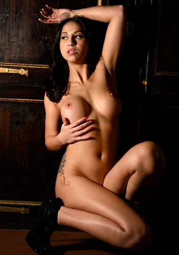 Taylor stevens hot topless nude