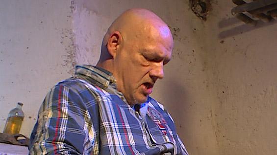 Egon Kowalski bumst Vivian Schmitt in der Dusche