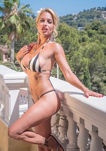 Blonde bikini porn